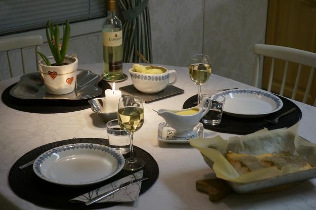 Loppiaisaaton illallinen katettuna