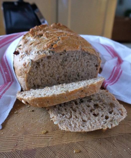 Herkullinen leipä valmista syötäväksi.